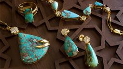 خرید کادو طلا برای خانم میانسال