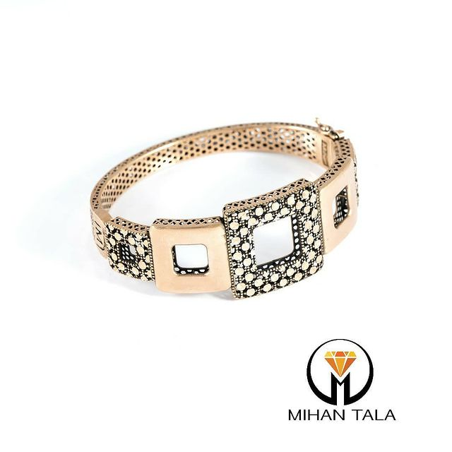 دستبند طلا النگویی میهن مربعی